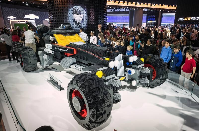 LEGO Batman – Il Film: la Batmobile costruita a grandezza reale con i mattoncini