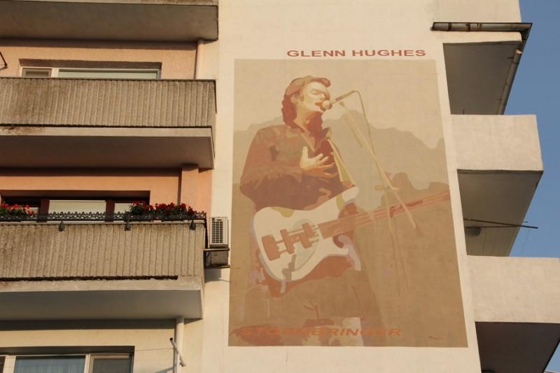 Bulgaria: una città tappezzata di murales di band Metal