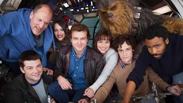 Han Solo: il cast al completo nella foto che ufficializza l'inizio delle riprese